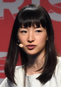 Marie_Kondō,_2016_(cropped)